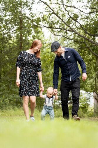 Lapsikuvaus ulkona - perhekuvaus
