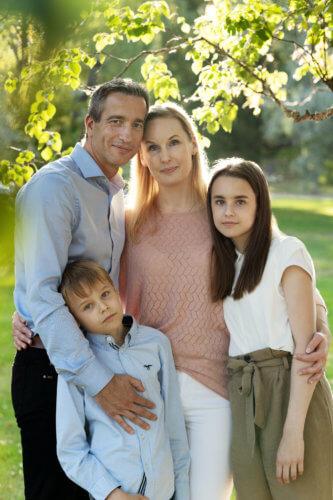 perhekuvaus ulkona valokuvaaja jyväskylä sisaruskuvaus (1)