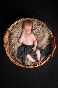 vastasyntyneen kuvaus jyväskylä-muurame-studio-newborn